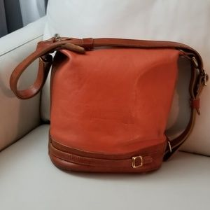 Gorgeous Valentina brown leather bucket bag